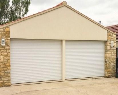 Белые рольставни для гаража