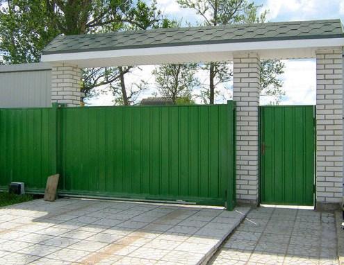 Монтаж откатных ворот с обшивкой профлистом с одной стороны