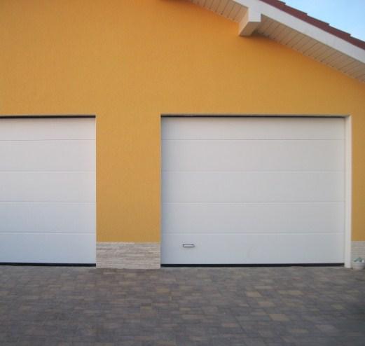 Белые гаражные автоматические ворота