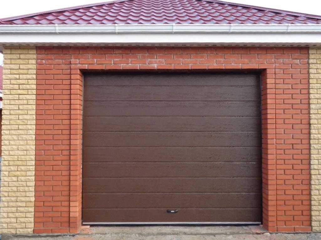 Коричневые гаражные автоматические ворота