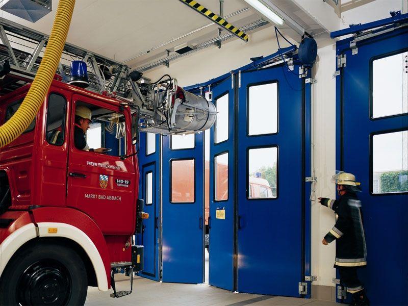 Синие складные промышленные ворота для пожарной части