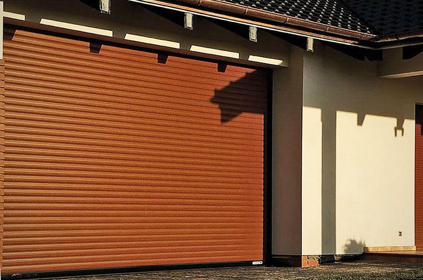 Коричневые рольворота для гаража частного дома