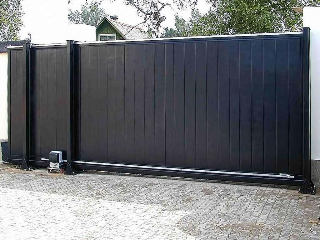 Чёрные откатные ворота для частного дома