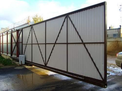 Серые откатные ворота из профлиста для проходной