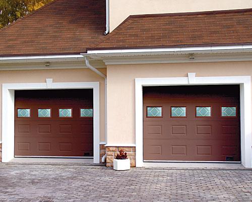 Пара гаражных секционных ворот Дорхан с остеклением