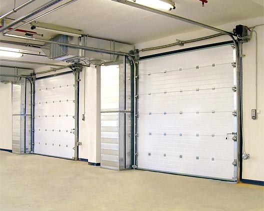 Белые секционные ворота Doorhan для станции техобслуживания