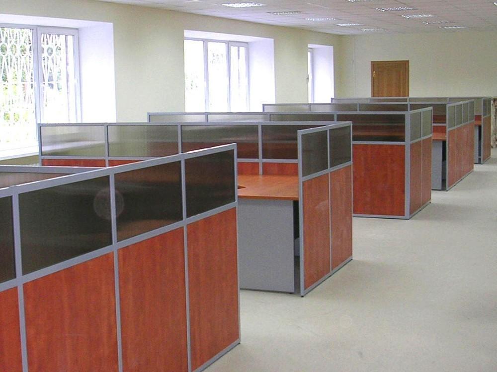 Перегородки для офисного зала с остеклением и ЛДСП