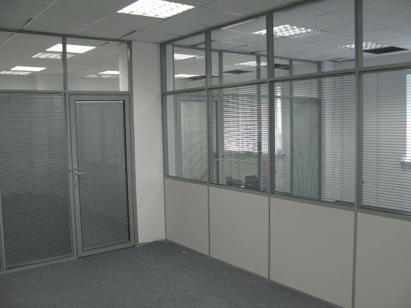 Стационарные перегородки для офиса из поликарбоната и стекла