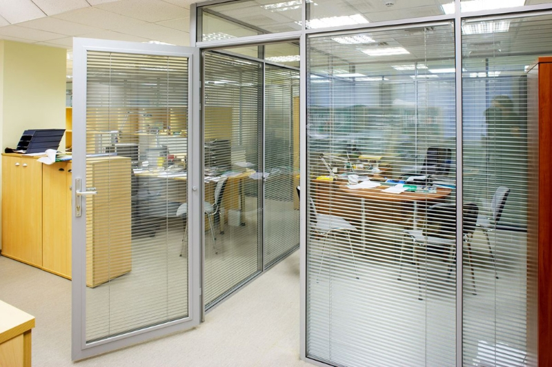 Перегородки из алюминиевого профиля для офиса