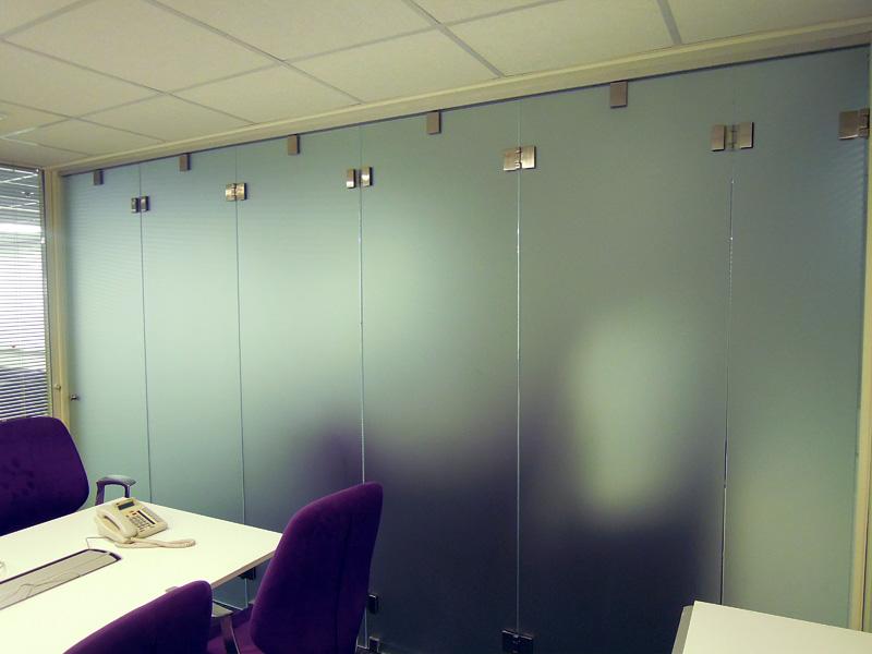 Матовые перегородки для разграничения офиса