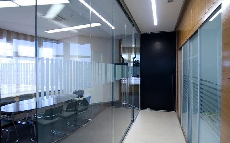Перегородка для офисного холла