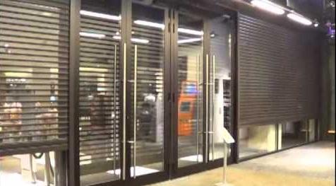 Серые шторы роллеты для торгового центра