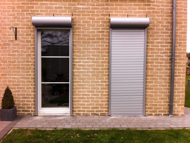 Рулонные шторы для двери частного дома