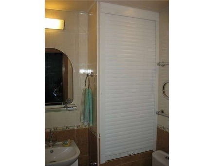 Белые рулонные шторы для санузла