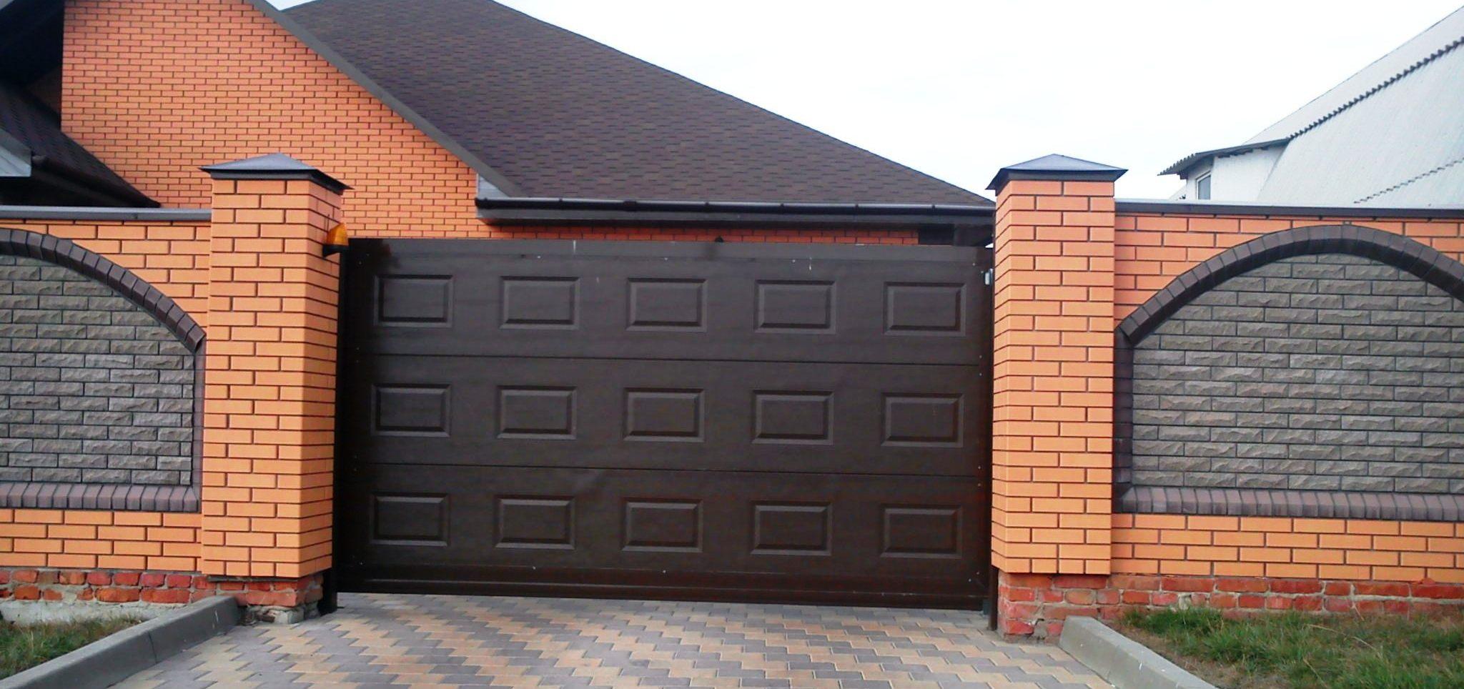 Сдвижные (откатные) ворота чёрного цвета Хорманн, размер 4010х2000 см