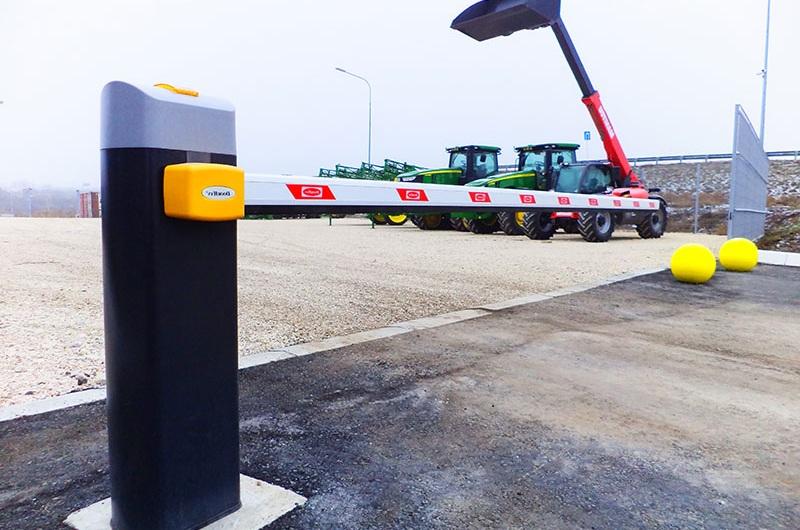 Шлагбаум Дорхан со стрелой для парковки тракторов