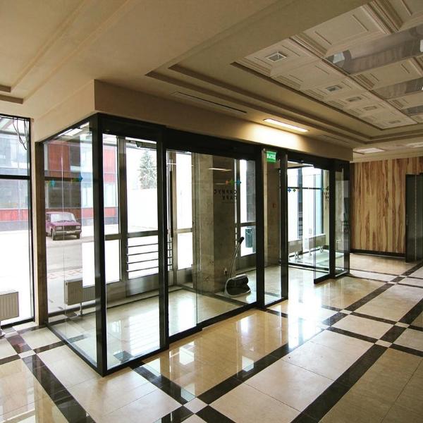 Автоматические раздвижные двери Doorhan в офисном здании