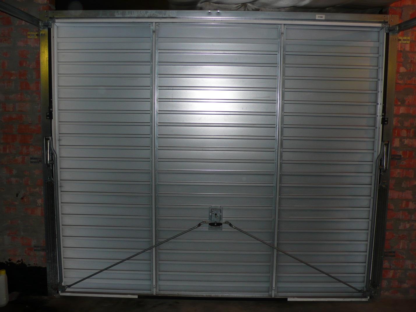 Ворота эконом-класса 2500х2500 для гаража Херманн