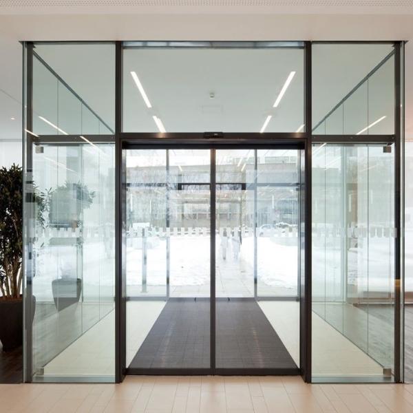 Раздвижные автоматические двери Faac А1000 в торговом центре
