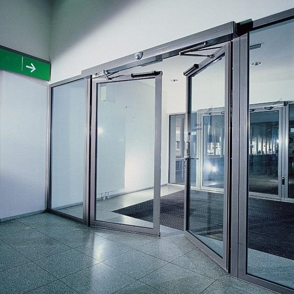 Автоматические распашные двери Ditec в торговом центре