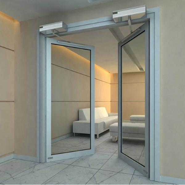 Распашные автоматические двери Ditec в холле гостиницы