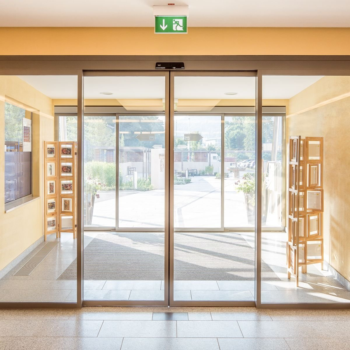 Раздвижные двери Dorma для офисного здания