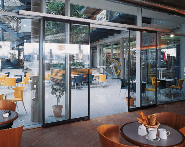 Раздвижные двери Dorma для кафе