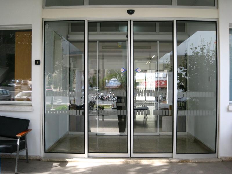 Раздвижные автоматические двери Ditec для бизнес-центра