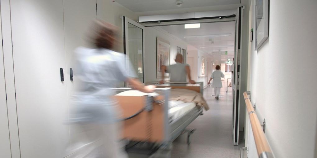 Распашные двери Ditec для больницы