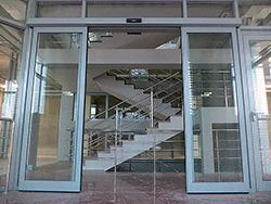 Раздвижные двери Faac для торгового центра