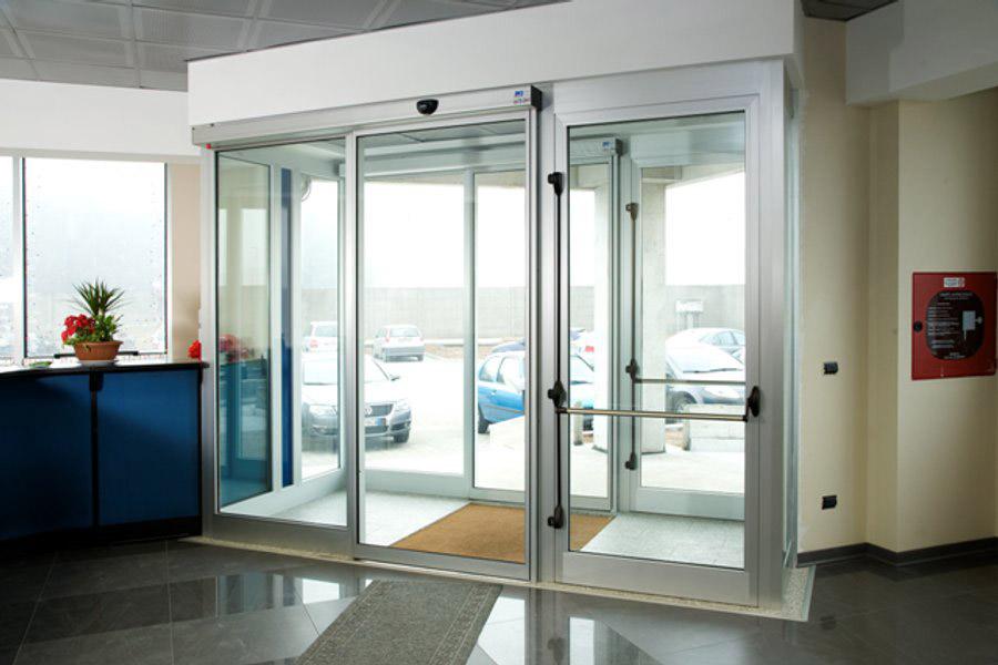 Раздвижные двери Faac для офисного здания