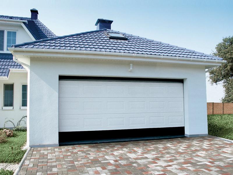 Белые секционные ворота для гаража Алютех 5000х2500