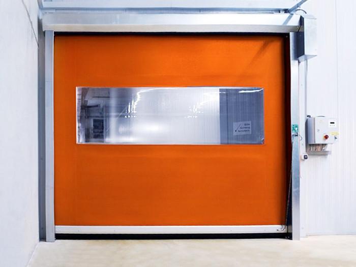 Скоростные ворота с прозрачной вставкой для морозильной камеры