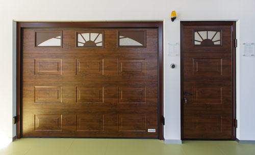 Секционные гаражные ворота с отдельной калиткой