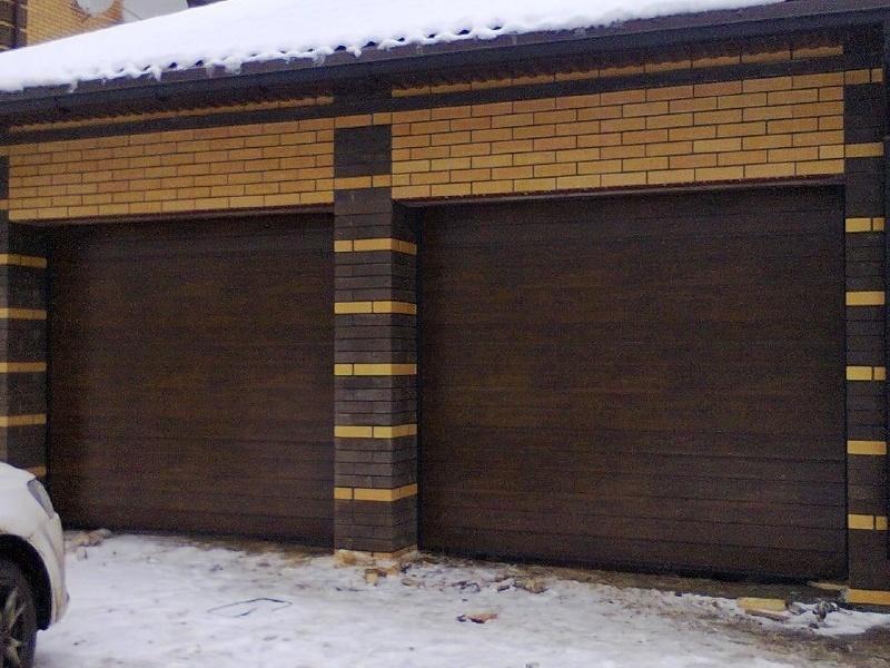 Утепленные секционные ворота венге
