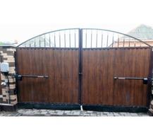 Распашные ворота с приводом FAAC для частного дома