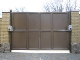 Распашные ворота с приводом FAAC для предприятия
