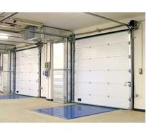 Секционные ворота с приводом FAAC для промышленного предприятия