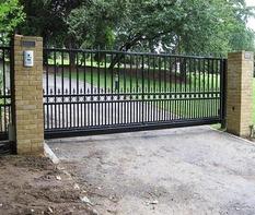 Откатные ворота с приводом DoorHan для парковой зоны