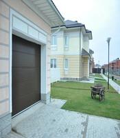 Секционные ворота с приводом Doorhan для гаража