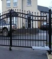 Распашные ворота с ковкой с приводом FAAC