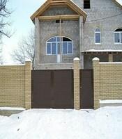 Распашные ворота с приводом FAAC для загородного дома