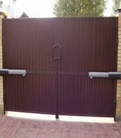 Распашные ворота с приводом Came для загородного дома
