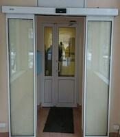 Раздвижные двери с приводом FAAC для больницы