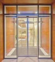 Раздвижные двери с приводом FAAC в офисное здание