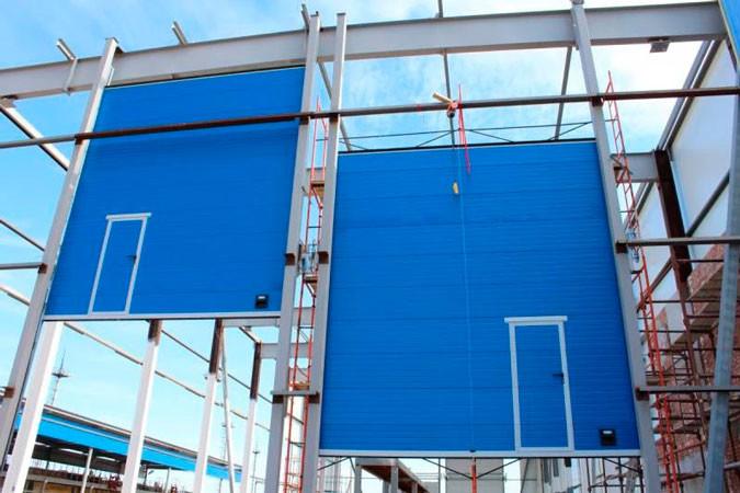 Ворота промышленные секционные с вертикальным подъемом